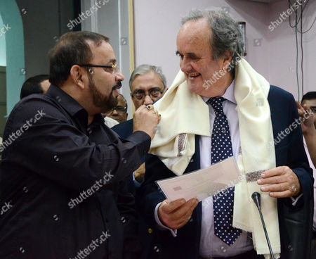 Mark Tully received his birth certificate from the Kolkata Municipal Corporation, 78 years after his birth