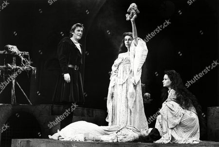 Stock Photo of Peter O'Toole (Macbeth), Trudie Styler (Witch), Jackie Smith-Wood (Witch) with (foreground) Jane Cussons (Witch)