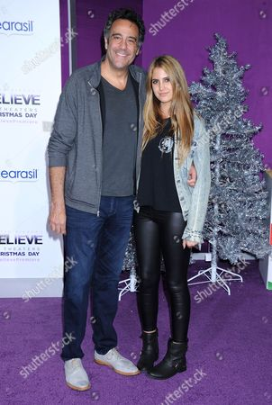Stock Picture of Brad Garrett and daughter Hope Violet Garrett