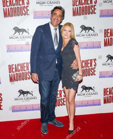 Stock Photo of Brad Garrett and Isabella Quella