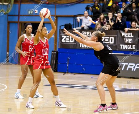 Cathrine Latu of New Zealand and Stacey Francis of England Netball