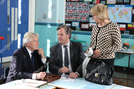 Coronation Street - Ep 7961 Monday 24 September 2012 at 7.30pm When Brian Packham [PETER GUN] hears news that the chair of his governors has died he instantly decides that Ken Barlow [WILLIAM ROACHE] would make the perfect replacement. After being well and truly buttered up Ken agrees and Brian informs him the emergency meeting to elect the new chair is that night. At Bessie Street Ken is introduced to the other governors. Brian reveals that in absence to any other candidates Ken is willing to stand as chair. Ken's about to accept when Mrs Papadopolous [ROBERTA KERR], another governor, breezes in late offering to throw her hat into the ring. Ken's thoughts couldn' be further from school matters however. He remembers Mrs Papadapolous when she was known under another name - Wendy Crozier.
