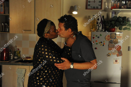 Coronation Street - Ep 7978 Friday 19 October 2012 at 8.30pm Mandy [PAMELA NOMVETE] rewards Lloyd Mullaney [CRAIG CHARLES] for standing up to Jenna. Could he be finally on the way to being part of a happy family?