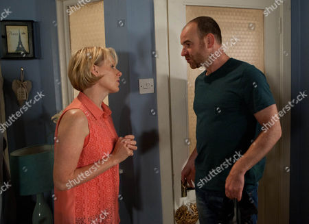 Coronation Street - Ep 8198 Friday 23 August 2013 - 2nd Ep When Sally Webster [SALLY DYNEVOR] bangs on about her garden party and suggests Tim Metcalfe [JOE DUTTINE] should invite some of his friends, Tim makes excuses and escapes to the pub. Worried that Tim's going off her, Sally asks Sophie Webster [BROOKE VINCENT] and Jenna Kamara [KRISSI BOHN] for their advice. Jenna reckons she should take a step back and stop smothering him. But is Sally capable of a more chilled approach? Picture contact: david.crookatitv.com on 0161 952 6214