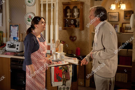 Coronation Street - Ep 8250 Monday 4 November 2013 - 2nd Ep As Anna Windass [DEBBIE RUSH] implores Roy Cropper [DAVID NEILSON] to open up he's unable to bear the burden anymore and reveals Hayley's plan to end her life. Anna's completely thrown and Roy instantly regrets his admission and rushes out. Can Anna offer him the the answers he craves? Picture contact: david.crookatitv.com on 0161 952 6214