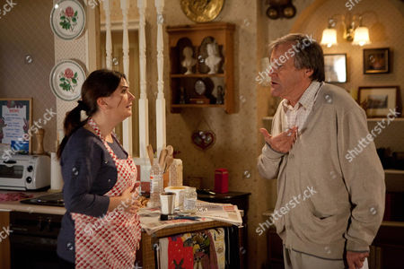 Coronation Street - Ep 8250 Monday 4 November 2013 - 2nd Ep As Anna Windass [DEBBIE RUSH] implores Roy Cropper [DAVID NEILSON] to open up he's unable to bear the burden anymore and reveals Hayley's plan to end her life. Anna's completely thrown and Roy instantly regrets his admission and rushes out. Can Anna offer him the the answers he craves?