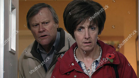 Coronation Street - Ep 8252 Friday 8 November 2013 - 1st Ep Hayley Cropper [JULIE HESMONDHALGH] is adamant she wants to visit Jane at the hospice, despite Roy Cropper [DAVID NEILSON] arguing she's still not strong enough herself. Hayley however insists and despite his reservations about Hayley's fragile state he eventually agrees. But when they arrive Hayley's devastated to discover Jane has passed away.
