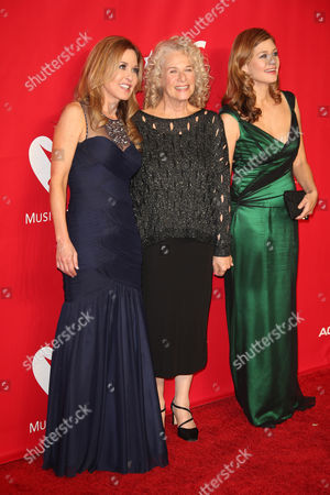Stock Photo of Carole King and daughters Louise Goffin, Sherry Goffin Kondor