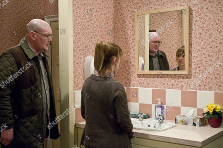 Emmerdale - Ep 6183 Monday 12 March 2012 at 7pm Alan Turner [RICHARD THORPE] thwarts Paddy Kirk's [DOMINIC BRUNT] plan to propose when he insists Paddy and Rhona Goskirk [ZOE HENRY] join him for lunch. Marlon Dingle [MARK CHARNNOCK] tries to help but makes matters worse but taking Leo out of his buggy to reveal his t-shirt which says â€ËœMummy, will you marry Daddy Paddy?' Rhona rushes off leaving Paddy mortified. Paddy follows her into the toilets and convinces Rhona this is what he wants and nothing will change. He gets down on one knee with a ring in his hand.