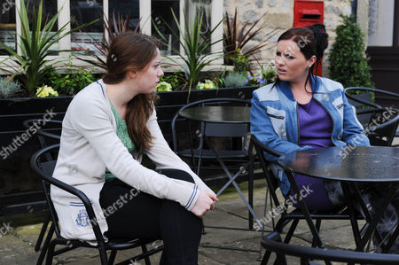 Emmerdale - Ep 6252 Thursday 31 May 2012 at 7pm Hannah Barton [GRACE CASSIDY] admits to Amy Wyatt [CHELSEA HALFPENNY] she didn' sit her first exam as there isnâ much point with Holly having a job offer, she will be needed on the farm