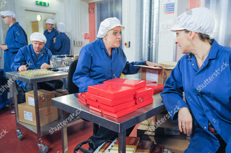 Emmerdale - Ep 6383 Tuesday 30 October 2012 at 7pm Laurel Thomas [CHARLOTTE BELLAMY] is irritated Dan Spencer [LIAM FOX] has stayed over and tells Lizzie Lakeley [KITTY McGEEVER] next time she needs some notice. Lizzies irked but offers to move out realising Laurel's children come first