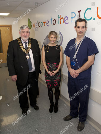 Melanie Slade with Dr Gareth Jones, right, consultant anaesthetist in the Children's Critical Care Unit and Southampton's Mayor Cllr Ivan White, left