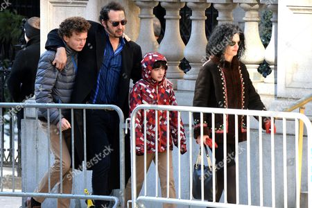 David Bar Katz and children