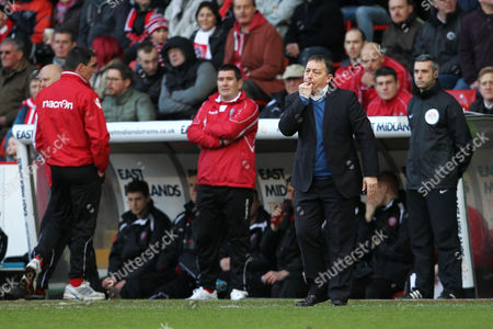Nottingham Forest manager Billy Davies issues instructions in front of counterpart Nigel Clough of Sheffield United