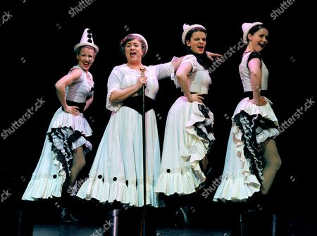 Stock Image of 'Oh What a Lovely War' - Rebecca Howell, Caroline Quentin, Alice Bailey Johnson and Zoe Rainey