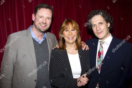 Barry Satchwell Smith (Producer), Marti Webb (The Girl) and Robert Mackintosh (Executive Producer) 的库存图片
