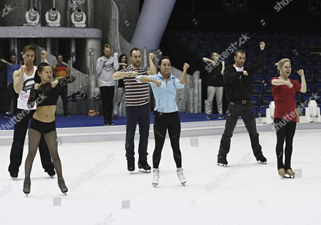 Beth Tweddle rehearses her showcase routine with Pro skaters Frankie Poultney, Matt Evers, Andrei Lipanov and Alexandra Schauman on her team.