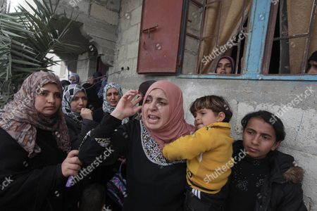 Palestinian relatives mourn the body of Amena Atiyyeh Qudeih