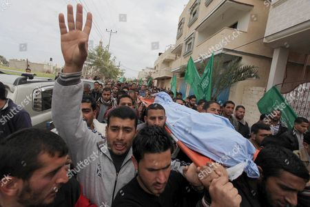 Palestinians carry the body of Amena Atiyyeh Qudeih