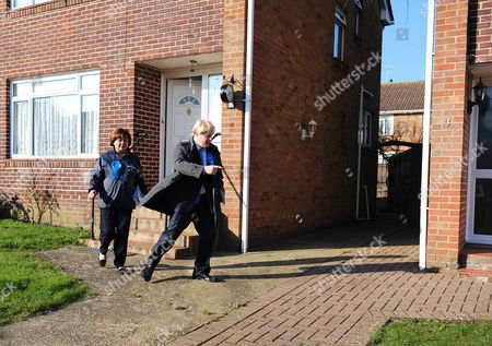 Boris Johnson Joins Maria Hutchings The Conservative Candidate In A Cul-de-sac In Eastleigh To Hand Out Leaflets Encouraging People To Vote For Maria In The Eastleigh By-election To Replace Chris Huhnes Seat.chandlers Ford  UK  20/02/2013 Hampshire 2013.