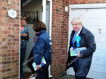 Boris Johnson Joins Maria Hutchings The Conservative Candidate In A Cul-de-sac In Eastleigh To Hand Out Leaflets Encouraging People To Vote For Maria In The Eastleigh By-election To Replace Chris Huhnes Seat. Chandlers Ford  UK  20/02/2013 Hampshire 2013.