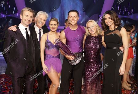 Ray Quinn and Maria Filippov are crowned as champions, accompanied by Phillip Schofield and Christine Bleakley, Jayne Torvill and Christopher Dean