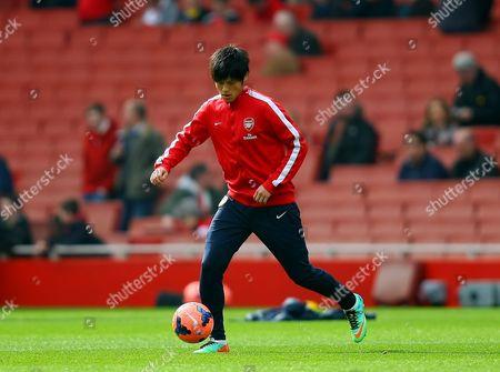 Arsenal's Ryo Miyaichi warms up