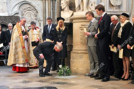Prince Charles, Lady Carina Fitzalan-Howard, George Frost and Wilfred Frost at the memorial stone