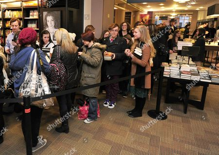 Pictured: Stephanie Meyer Fans Queue In Waterstones Picadilly To Get A Copy Of Their Book Signed. Stephanie Meyer Author Of The Twilight Saga Signs Copies Of Her Book The Host In Piccadilly Waterstones London Ahead Of The Release Of The Film. The Book Was First Published In 2008. Fans Had Been Queueing Up Since 5am To Get A Copy Signed.