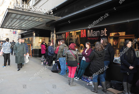 Pictured: Stephanie Meyer Fans Queue Up To Get A Book Signed On Piccadilly London. Stephanie Meyer Author Of The Twilight Saga Signs Copies Of Her Book The Host In Piccadilly Waterstones London Ahead Of The Release Of The Film. The Book Was First Published In 2008. Fans Had Been Queueing Up Since 5am To Get A Copy Signed.