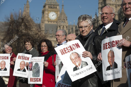 Protestors Campaigning For The Resignation Of Sir David Nicholson Ceo Of The English Nhs On Abingdon Green London.