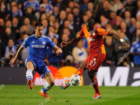 Emmanuel Eboue of Galatasaray and Cesar Azpilicueta of Chelsea
