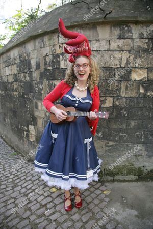 Stock Picture of Sarah McIntyre 'Oliver and The Seawigs'