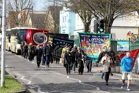Mourners hold Union banners along the funeral procession route