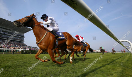 Graphic and Seb Sanders winning The William Hill In The App Store Doncaster Mile