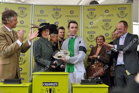 05.04.2014, Aintree, GB, Jockey Leighton Aspell gets the trophy from Princess Anne after winning the Grand National with Pineau De Re.