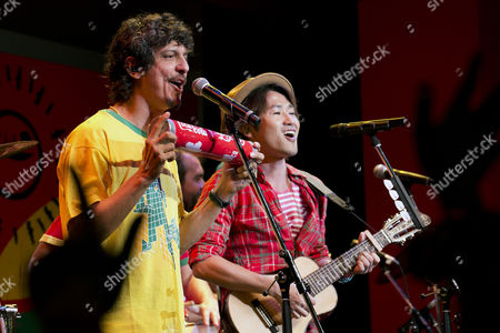 Brazilian street band Monobloco and the Japanese singer-songwriter Naoto Inti Raymi perform