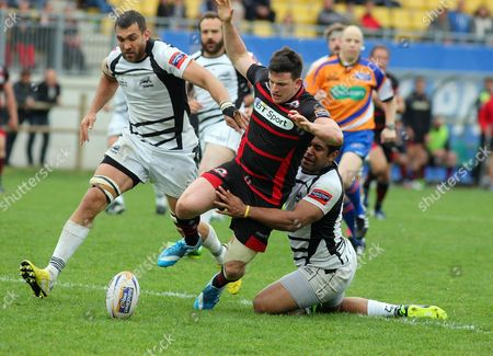 Harry Leonard (E) in action between Quintin Geldenhuys and Samuela Vunisa (Z) during the RaboDirect PRO12 match Zebre vs Edinburgh Rugby played in the XXV Aprile Stadium in Parma, ITALY - 19/04/2014 Photo Matteo Ciambelli / Sipa Press