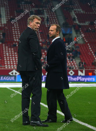 Manchester United manager David Moyes walks on the pitch before kick off with executive vice-chairman Edward Woodward