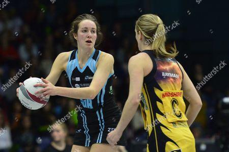 Katie Harris of Surrey Storm and Sara Bayman of Manchester Thunder