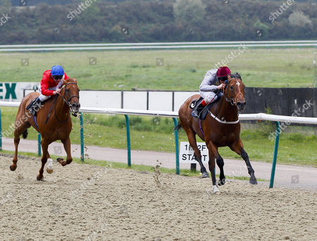 Slemy Frankie Dettori wins from Red Velour Seb Sanders The Download The 888sport.com Mobile App Maiden Stakes Lingfield Pk. ©cranham
