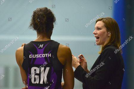 Hertfordshire Mavericks Head Coach Karen Atkinson delivers a team talk