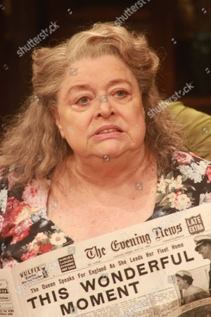 Lynda Baron as Aunt