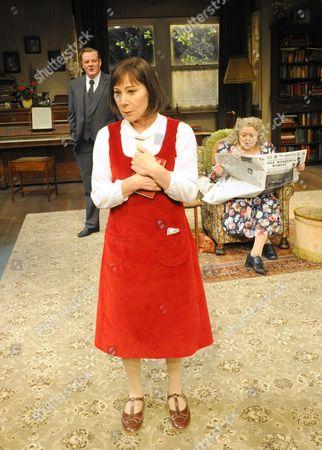 Zoe Wanamaker as Stevie, Chris Larkin as Man and Lynda Baron as Aunt