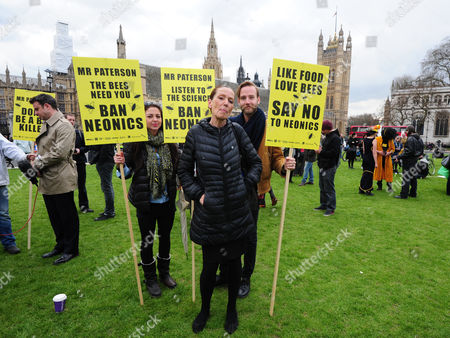 London Uk 26/04/2013 'save The Bees' Pictured: Fashion Designer Katherine Hamnett Joins The Protesters For The Save The Bees Petition At Parliament Square Protesters Join In Parliament Square Westminster To Get The Pesticide Neonics Banned From British Fields As It Is Killing The Bees.