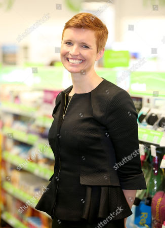 Leading health and beauty retailer, Superdrug, launches its new Wellbeing concept store in Banbury, Oxfordshire.  Dr Pixie McKenna officially opens the store.