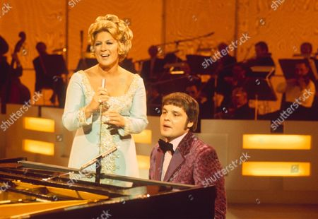 "JACKIE TRENT AND TONY HATCH IN THE "" DICKIE HENDERSON SHOW "" - 1971"