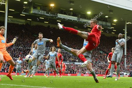 Liverpool's Daniel Agger scores the equalising goal. 1-1