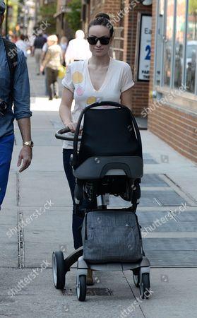 Olivia Wilde takes Otis Sudeikis for a stroll in Manhattan