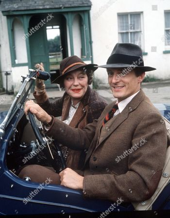 ROSEMARY LEACH AND NIGEL HAVERS IN '' THE CHARMER '' - 1986